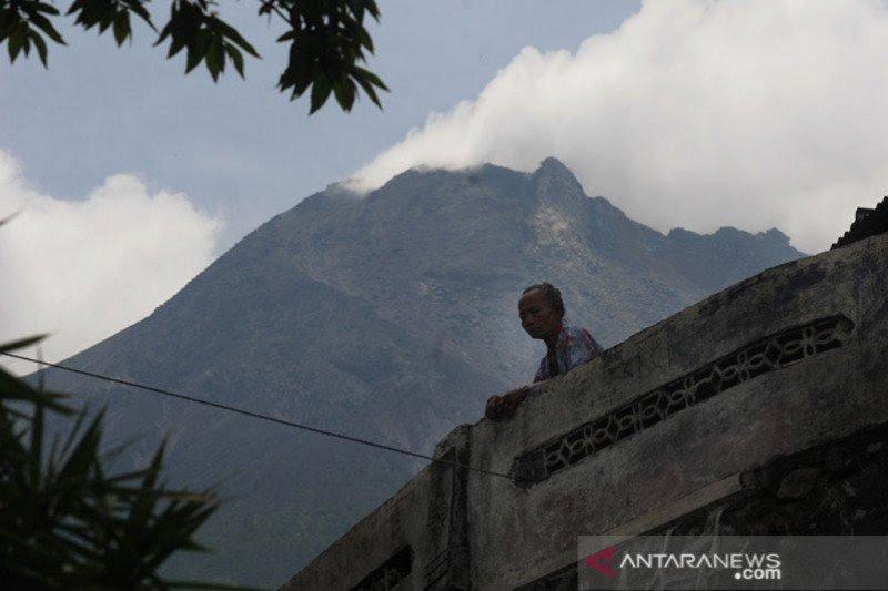 BPPTKG catat Gunung Merapi mengalami 45 kali gempa guguran