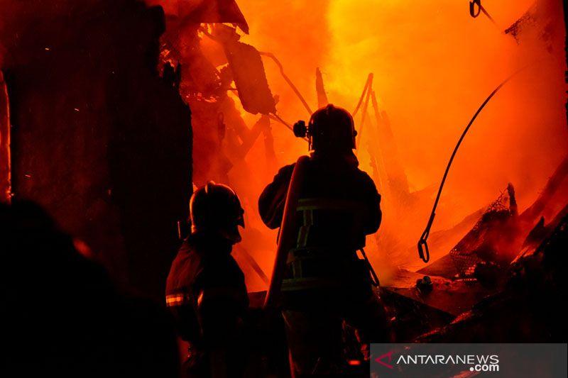 BPBD DKI Jakarta kerahkan 13 damkar atasi kebakaran rumah di Ancol