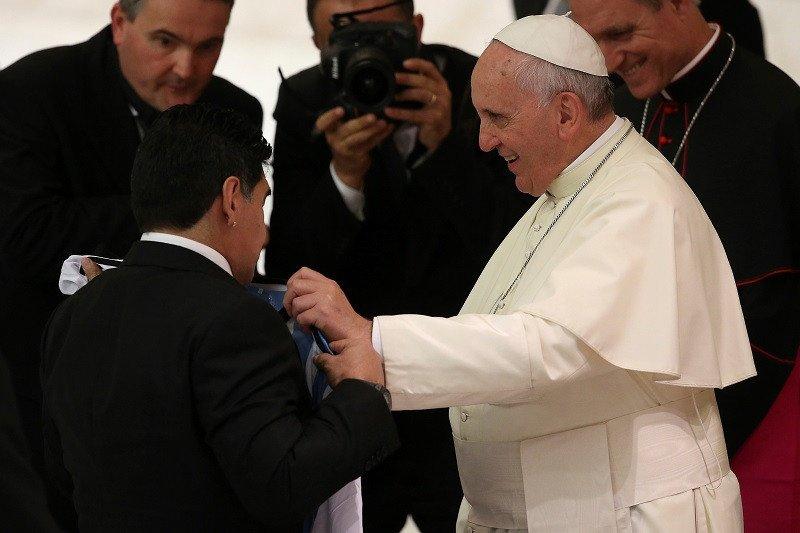 Paus Fransiskus turut doakan kepergian Maradona