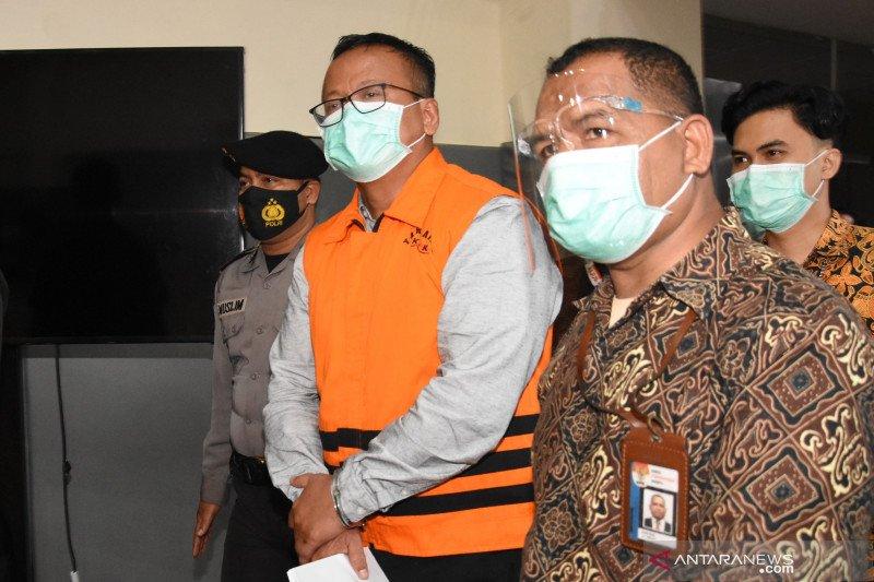 Kemarin, Edhy Prabowo tersangka suap hingga instruksi penegakan prokes