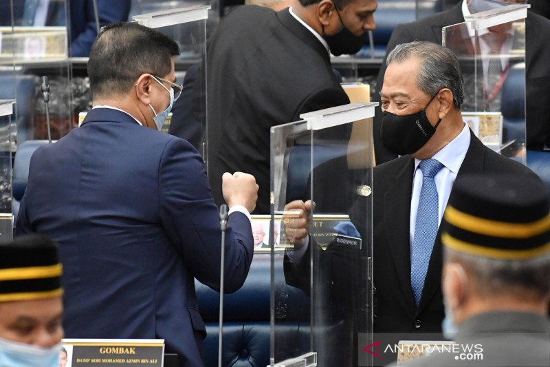Menteri Sains Malaysia tegaskan vaksin corona mRNA tidak mengubah DNA