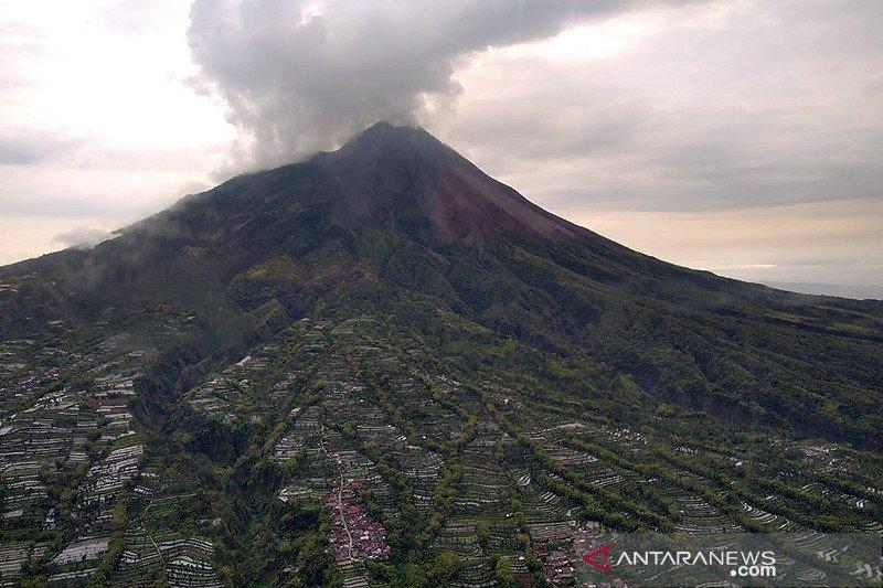Di puncak Gunung Merapi ditemukan banyak longsoran baru