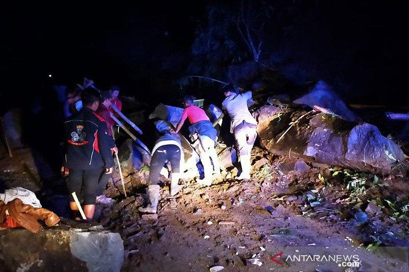 Jalur selatan Cianjur-Bandung kembali terputus akibat longsor