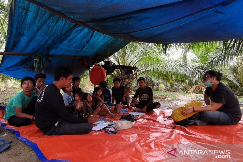 Makenun, guru anak rimba di pedalaman Jambi