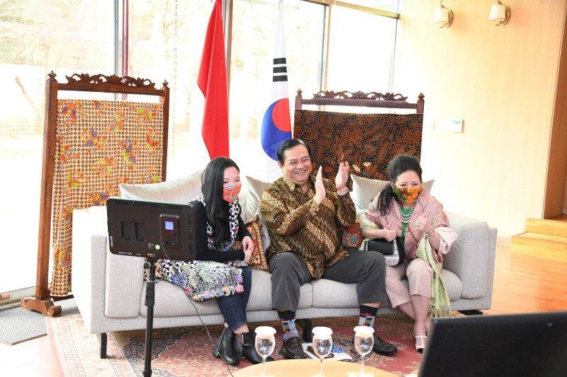 Jual batik Rp1 miliar, Dubes Umar Hadi mendapat rekor MURI