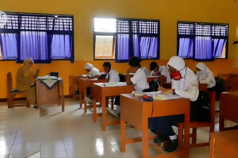 Sekolah tatap muka di Jateng dibagi dua sesi