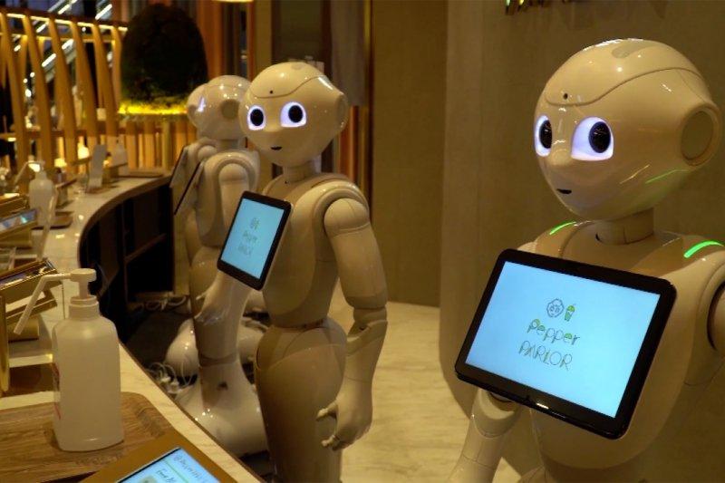 Perkenalkan! Tim robot pelayan di kafe Jepang