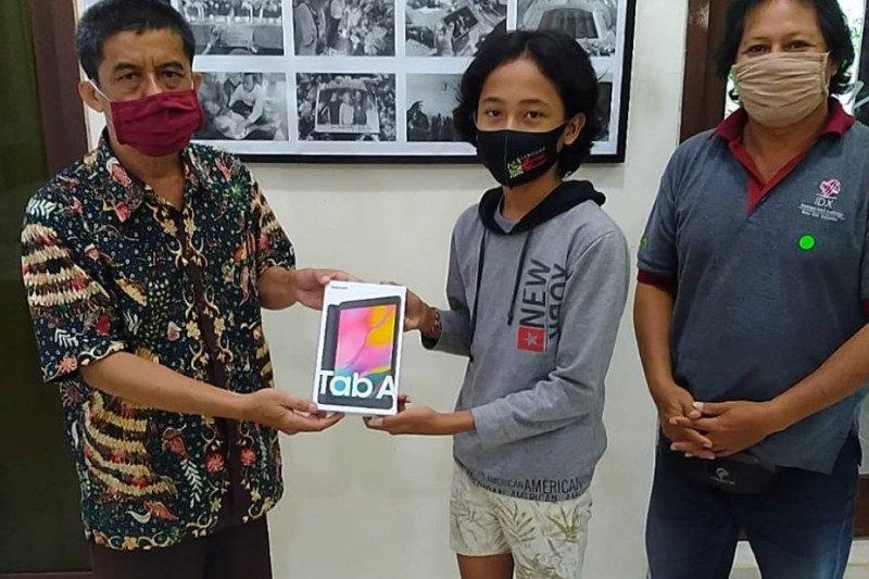 Anak wartawan Bali terima Gawai Pendidikan HUT Ke-83 LKBN ANTARA