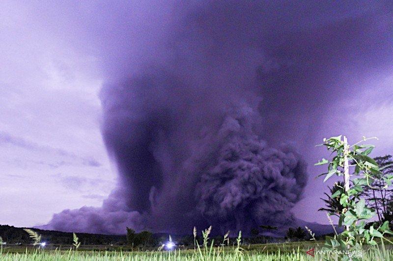 Guguran awan panas Semeru meluncur hingga sejauh 3.000 meter