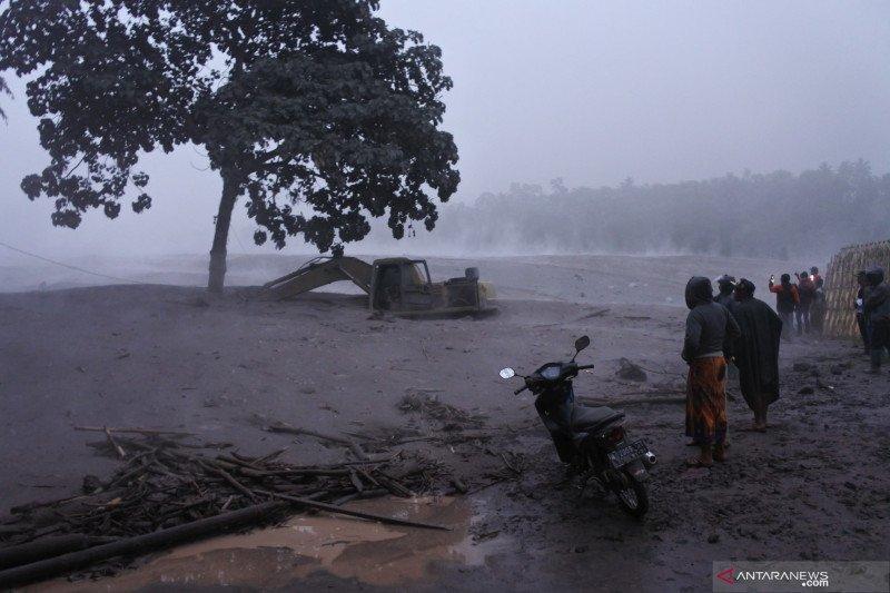 Banjir lahar dingin Gunung Semeru