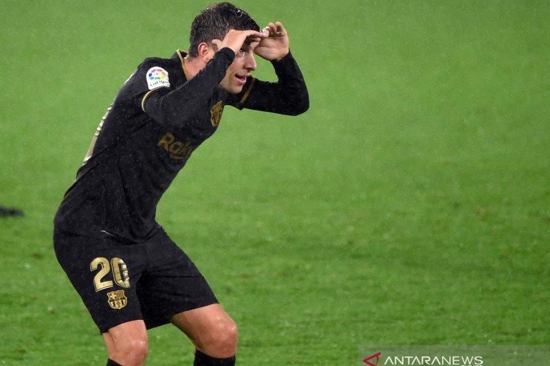 Pemain bertahan Barcelona Sergi Roberto positif COVID-19