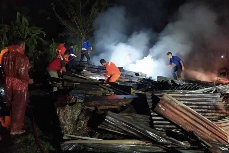 Dua orang terluka akibat kebakaran rumah di Bireuen, Aceh