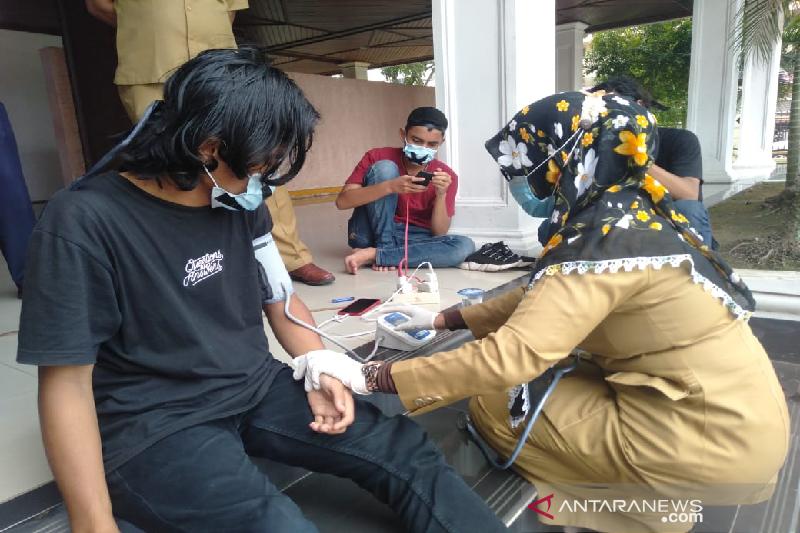 Pemuda aksi mogok makan di DPR Aceh dilarikan ke rumah sakit
