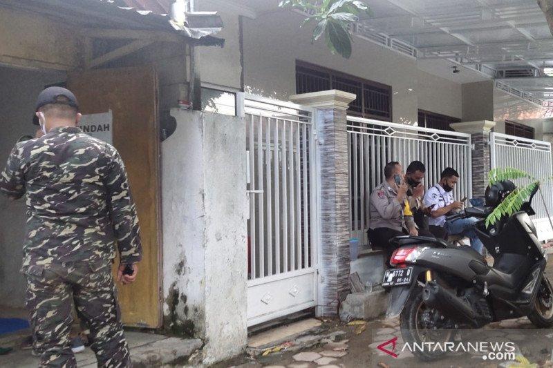 Banser-polisi jaga rumah orang tua Menko Polhukam di Pamekasan