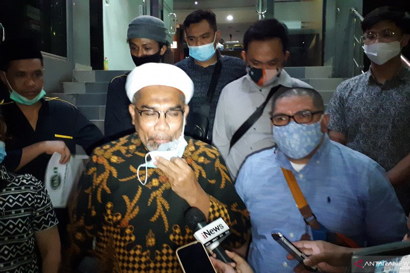 Kemarin, Ngabalin melapor dan penyebar video azan diringkus