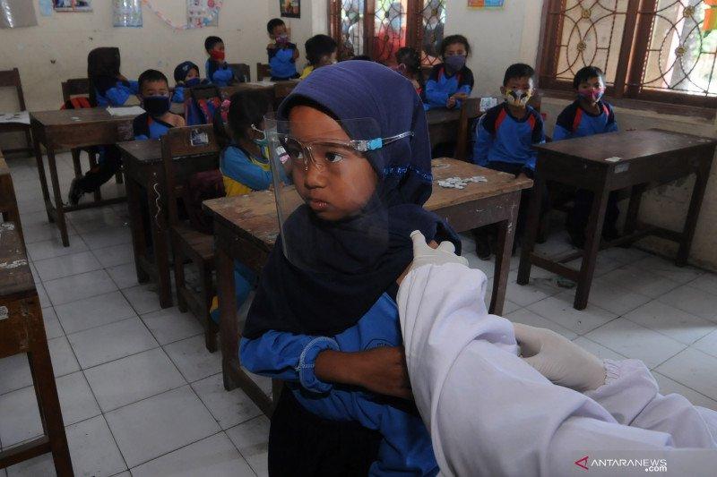 Imunisasi untuk siswa di kaki Merapi