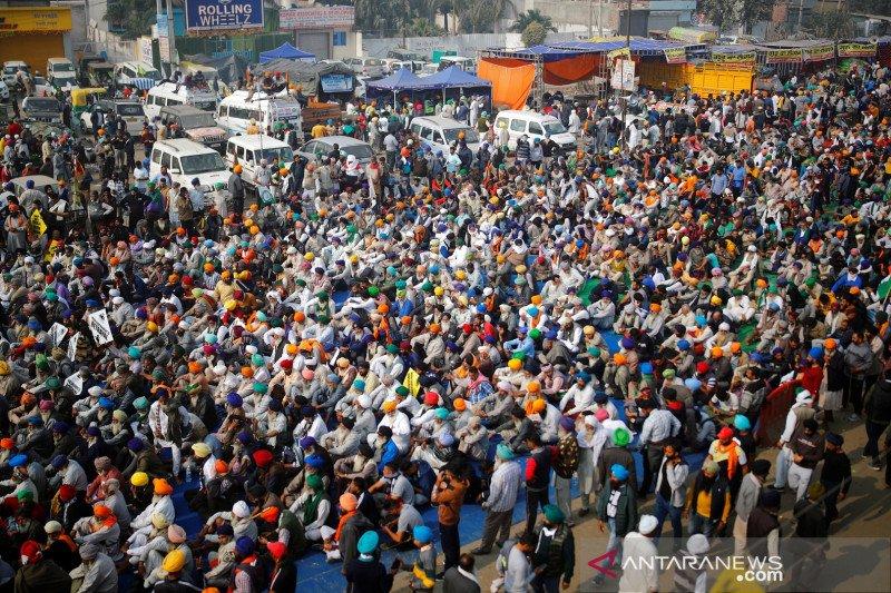 Petani di seluruh India  protes terhadap UU liberalisasi pasar