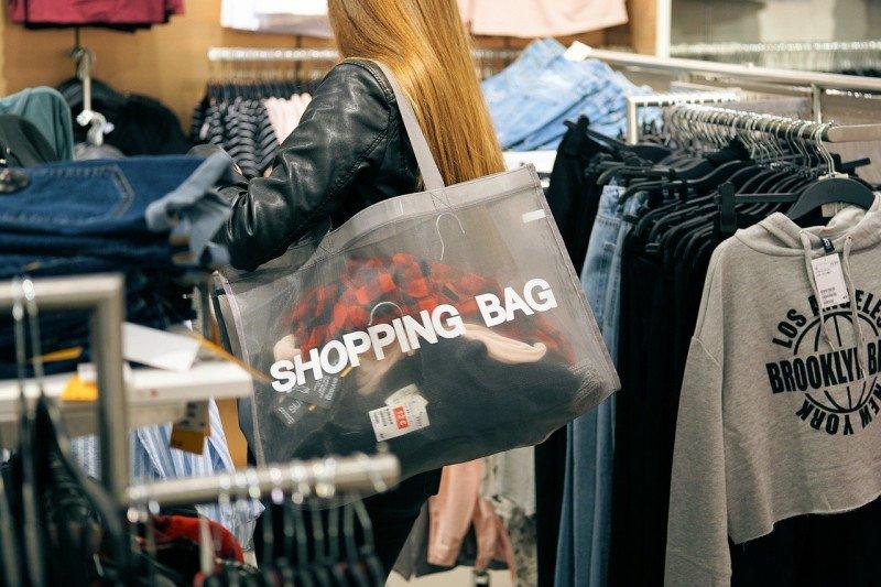 Tips! Berbelanja dan menonton aman di tengah pandemi COVID-19