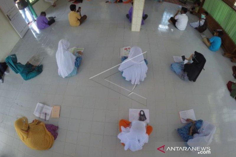 Pengamat: Pandemi momentum libatkan masyarakat kuatkan karakter siswa
