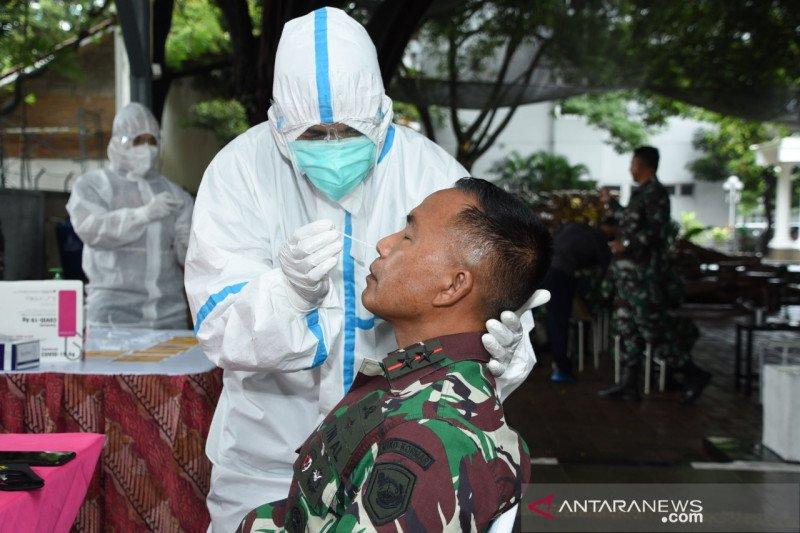 Komandan Korps Marinir TNI AL lakukan uji usap antigen Covid-19