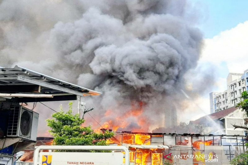 12 mobil damkar padamkan kebakaran di Benhil