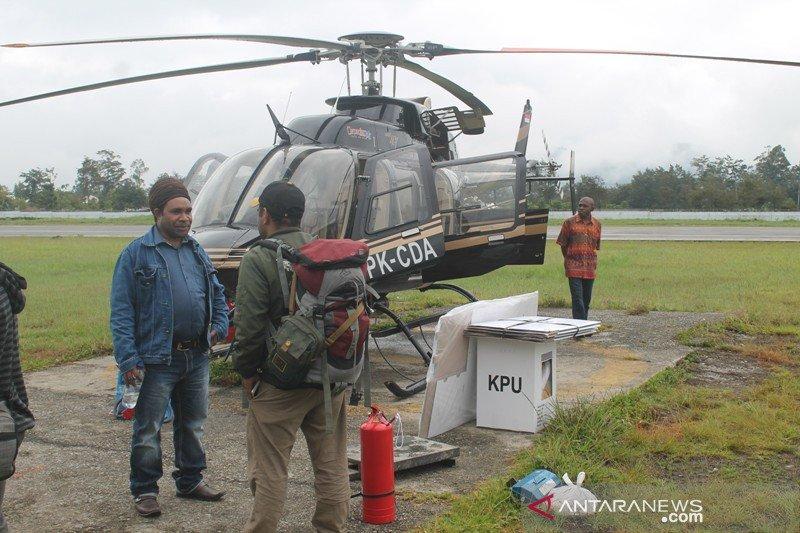 KPU Yalimo distribusi logistik dengan pesawat dan helikopter