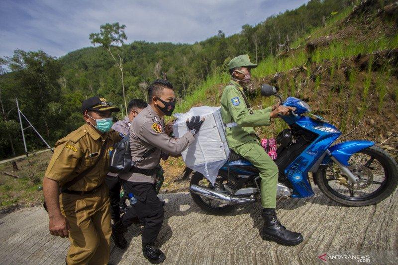 Distribusi logistik Pilkada ke desa terpencil