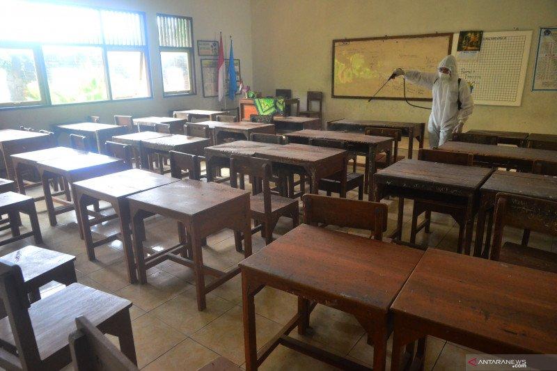 Penyemprotan disinfektan terkait lima guru meninggal positif COVID-19