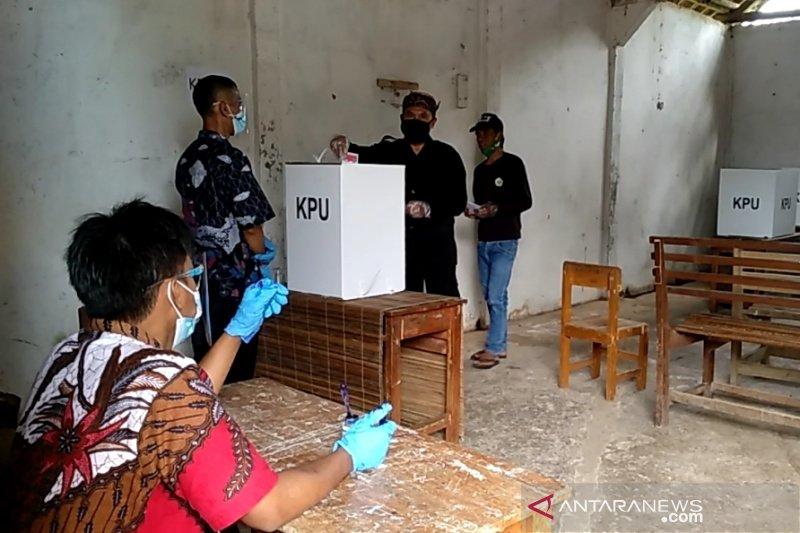 Warga adat Kampung Naga antusias berikan suara di Pilkada Tasikmalaya