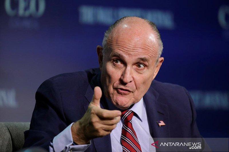 Giuliani desak Ukraina selidiki tuduhan Biden dalam panggilan  2019
