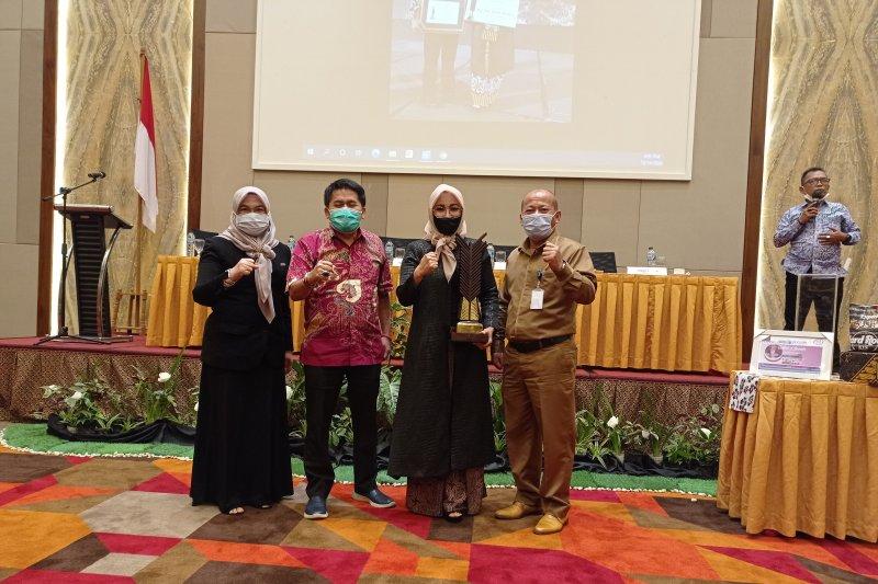 Disperindag Sumbar apresiasi pendiri batik Loempo raih Upakarti 2020