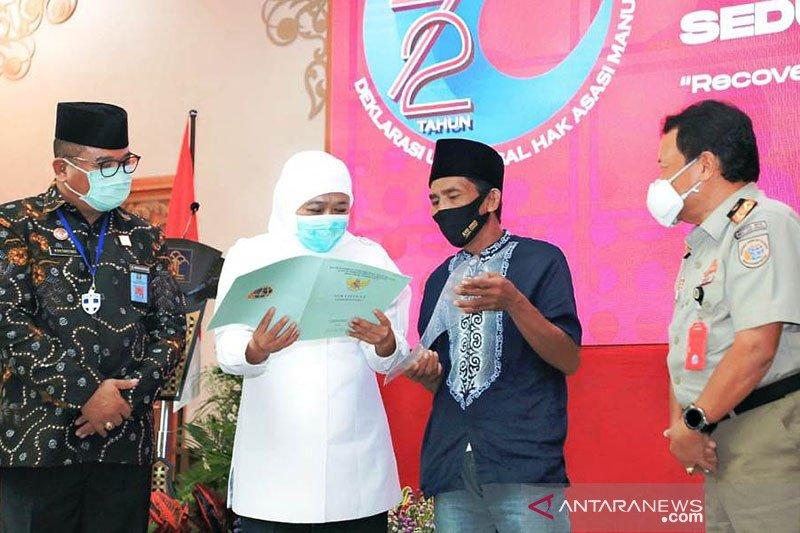Gubernur Jatim serahkan sertifikat ke 239 pengungsi Sampang