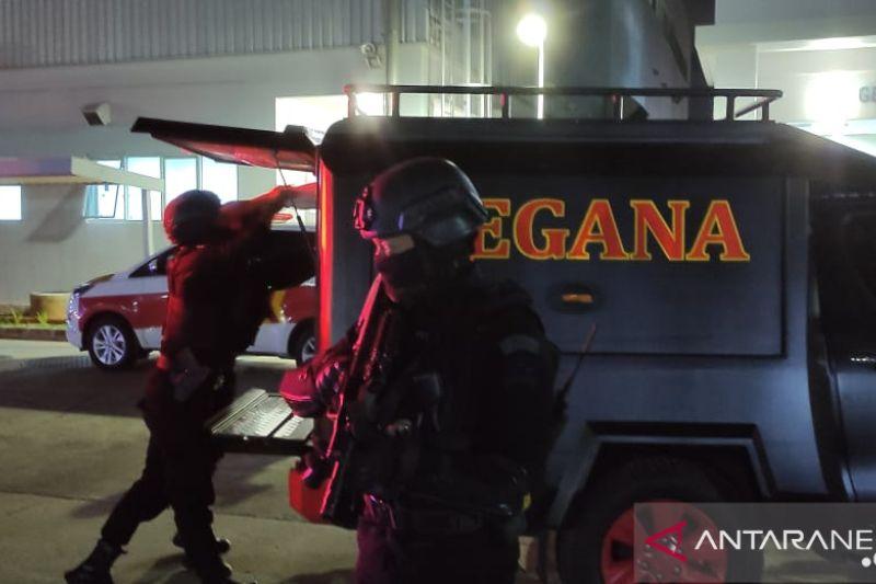 Brimob Polri latihan tangani bom di Depo MRT Lebak Bulus
