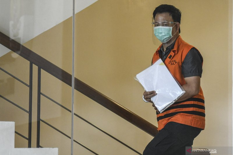 Pengusaha didakwa suap eks sekjen MA Nurhadi dan menantunya