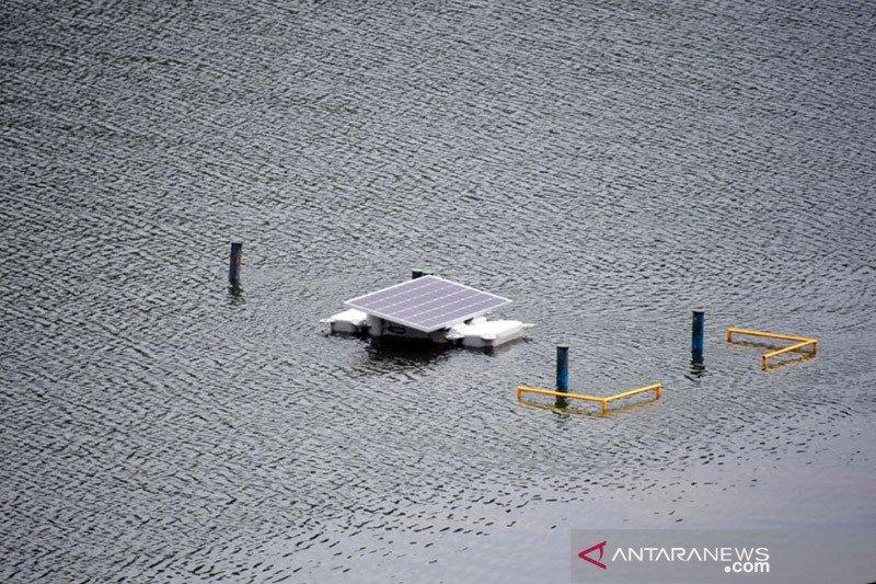 Pemerintah bangun panel surya terapung di danau dan waduk telantar