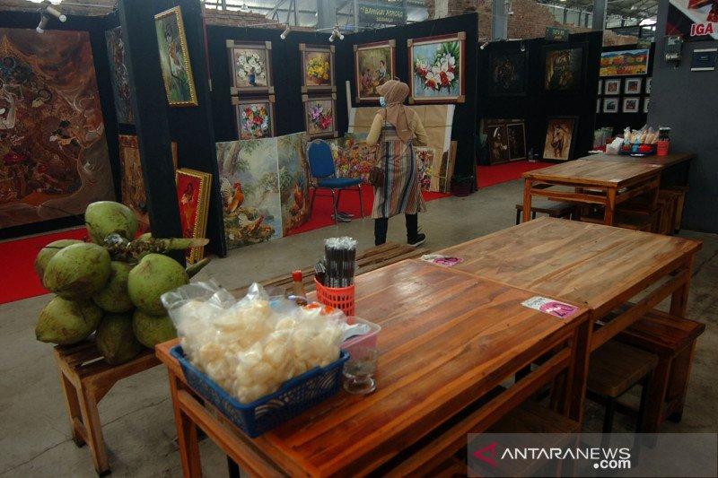 Pameran lukisan di Rest Area Banjaratma