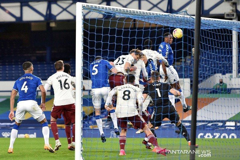 Liga Inggris – Everton naik ke posisi kedua klasemen usai bekuk Arsenal