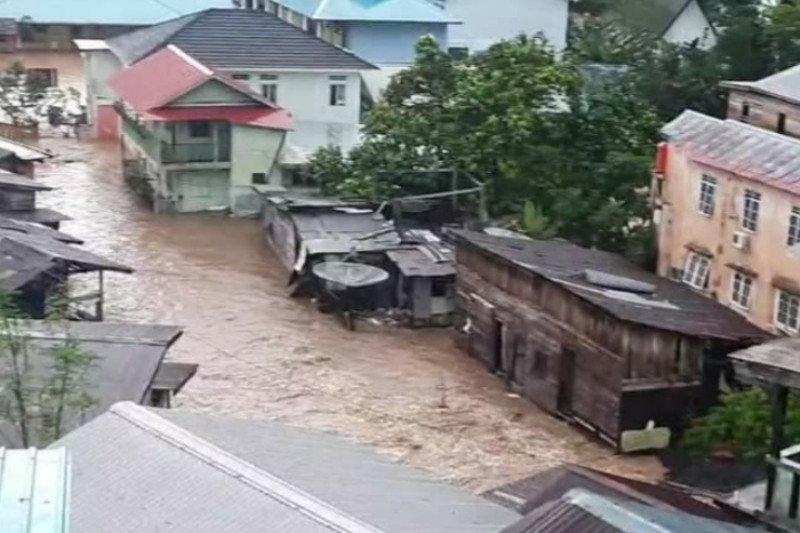 PLN matikan listrik di wilayah terdampak banjir dan longsor di Anambas