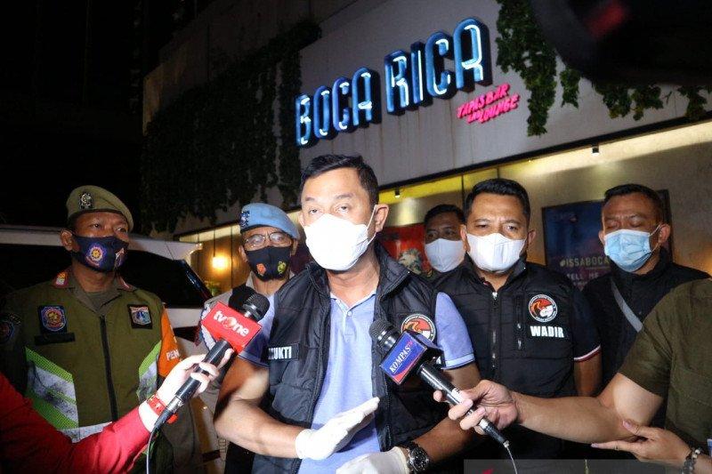Razia prokes, polisi temukan satu orang positif benzo di Boca Rica Bar