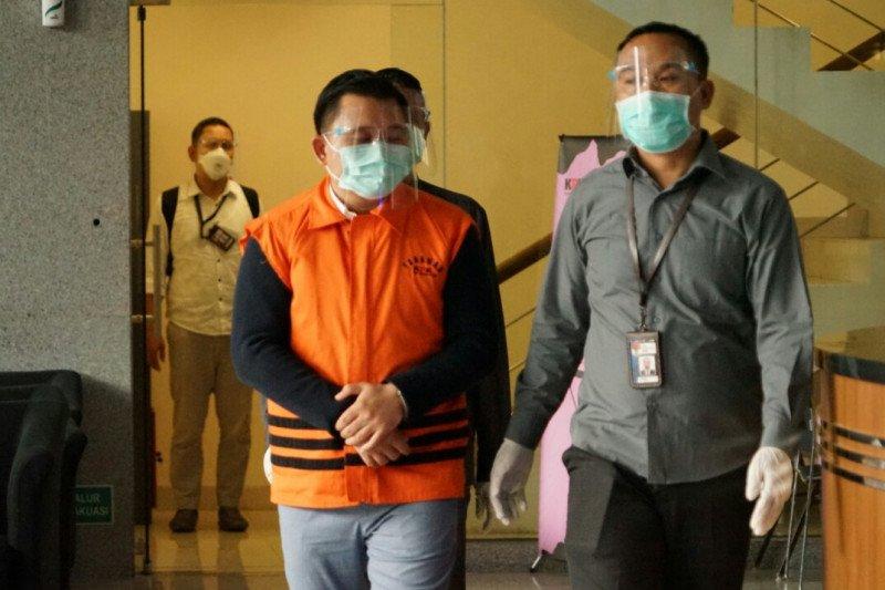 KPK menahan tersangka penyuap mantan Bupati Cirebon