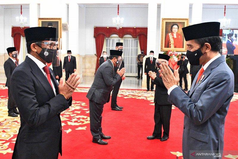 Kemarin, enam menteri dilantik hingga Risma kebut realisasi bansos