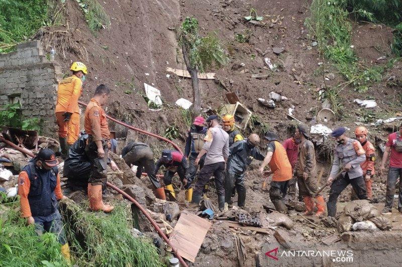 Kemarin, korban longsor Lembang hingga penyebab banjir Bandung