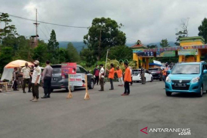 Belasan wisatawan jalani tes cepat antigen di Cipanas Cianjur