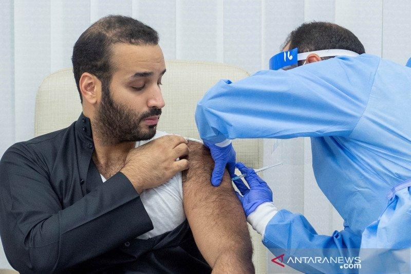 Putra Mahkota Arab Saudi disuntik dosis pertama vaksin COVID-19