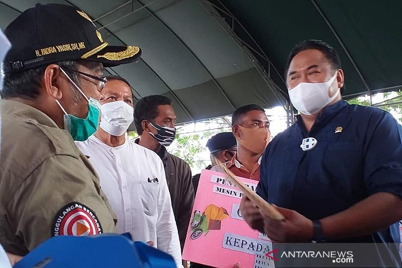 Kunjungi Gorontalo Utara Rachmat Gobel serahkan bantuan alsintan