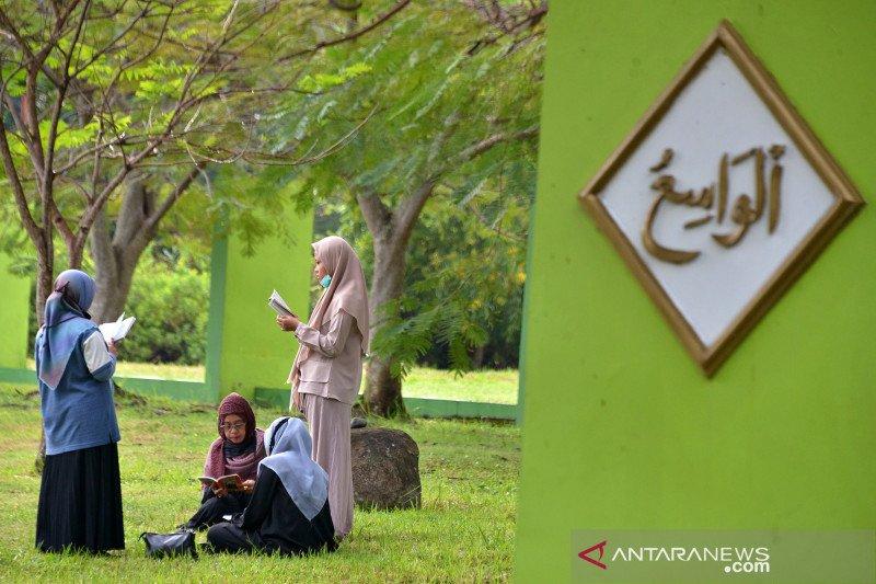 Ziarah kubur peringatan 16 tahun tsunami Aceh
