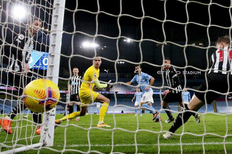 Man City naik ke posisi lima setelah menggebuk Newcastle 2-0