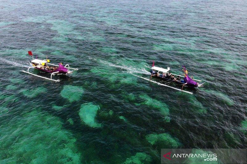 Parade jukung hias di Pantai Pandawa Bali