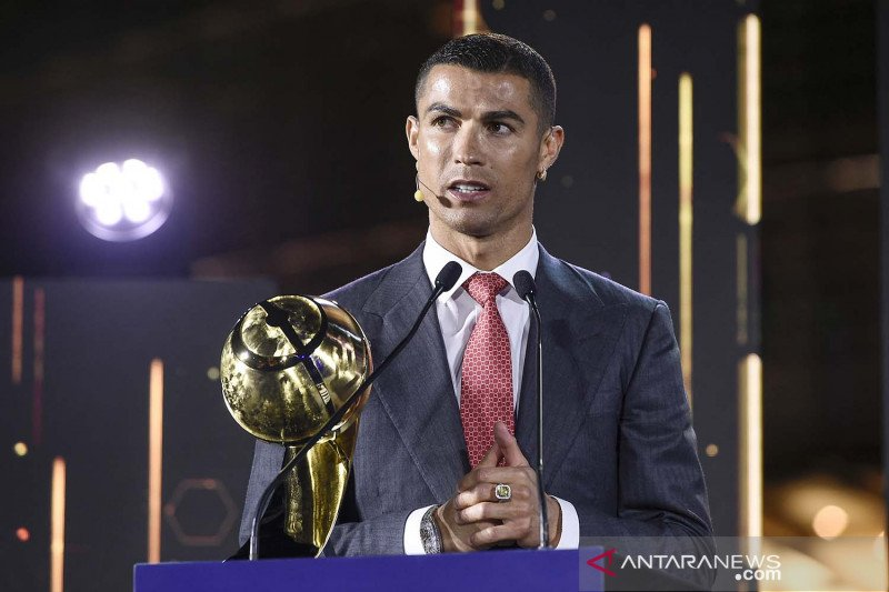 Cristiano Ronaldo rebut penghargaan Player of the Century Globe Soccer Awards