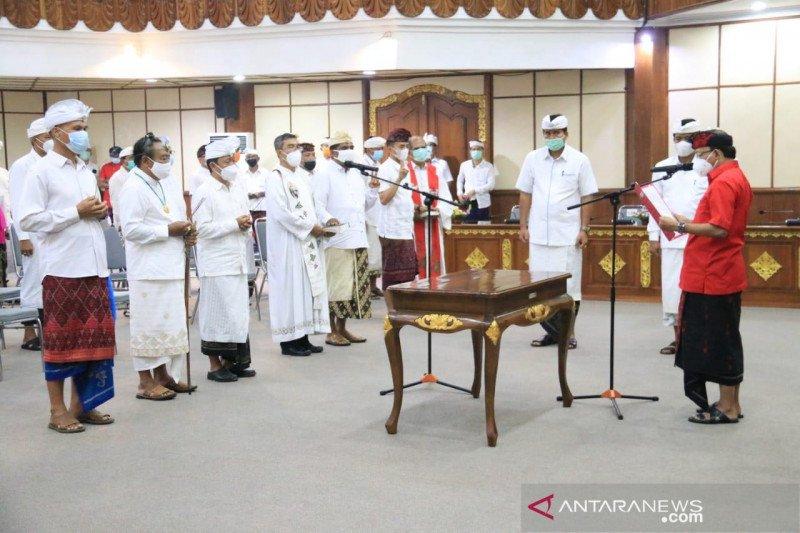 Gubernur Bali minta jajaran birokrasi bekerja luar biasa